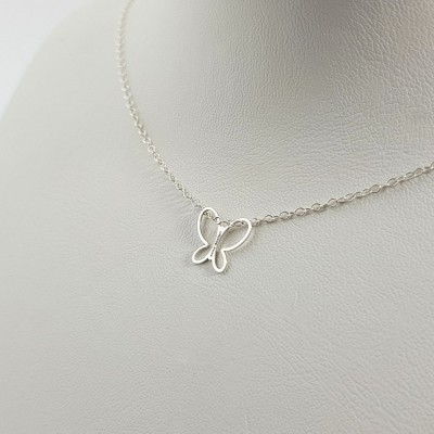Dainty silver butterfly pendant necklace | Sterling silver | 11 x 10,1 mm