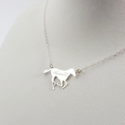 Personalized Racing Horse necklace pendant | Sterling silver | 24 x 14,3 mm
