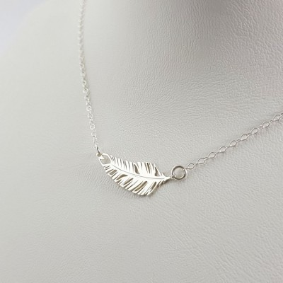 Silver personalized feather necklace pendant | Sterling silver | 24 x 9,1 mm